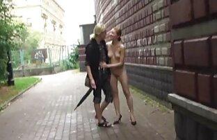 Anya-lánya úgy döntött, hogy jó szórakozást szex a nagynénivel egy fiatal férfi ,