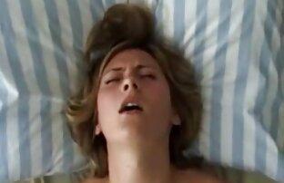 Az ágyban otthon fiatal kutya porno anyaval