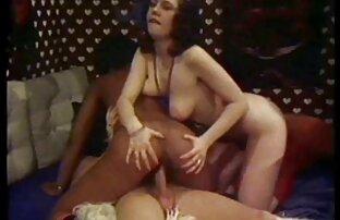 A lány ugrás a amatőr szexvideok kakas